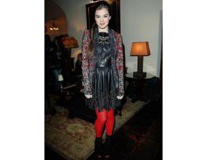 fashion-nye-outfit-idea-hailee-steinfeld_fa_li