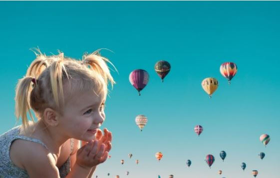 12 cute baby g12 cute baby girl with hot air balloon pic (1)irl with hot air ballonpic (1)