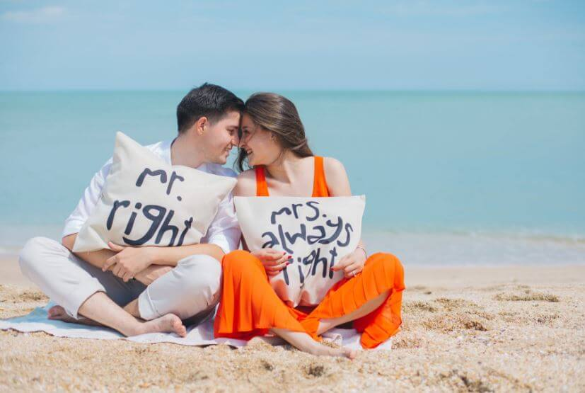 37 couple love in sea side