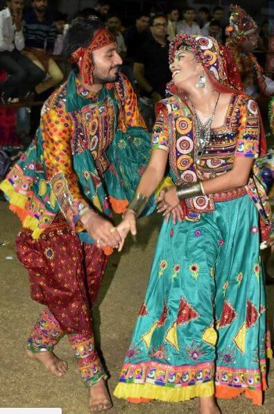 40. navaratri couple image (1)