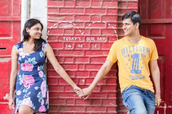 50 pre wedding pose- save the date (1)