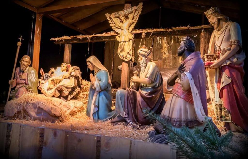 10 .pictures of Jesus at Christmas (1)