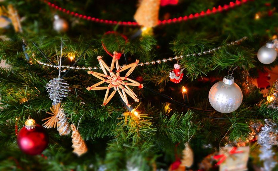 11. Christmas decoration image (1)
