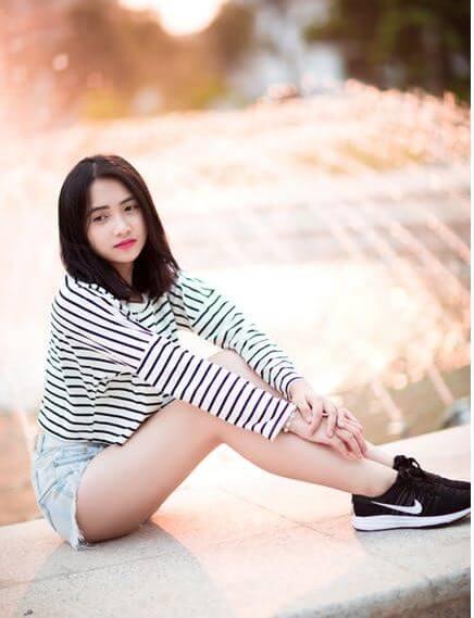 12. stylish girl image facebook dp (1)