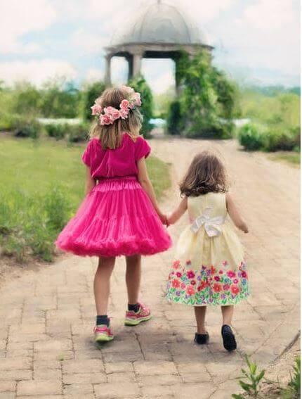 15. two cute girls image whatsapp dp (1)