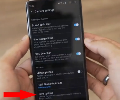 Save option in camera settings option on Galaxy S10, Galaxy S10 Plus and S10e