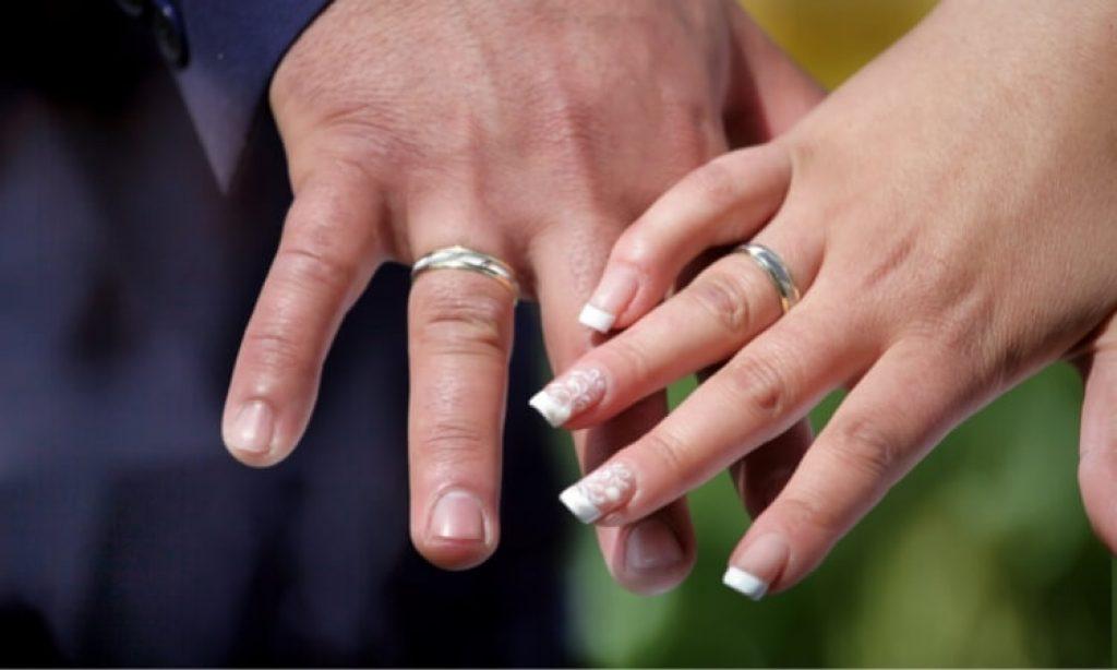 COOL ENGRAVED WEDDING RING (1)